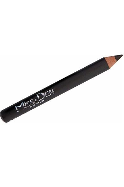 Mode d'emploi du smoky eye argenté : un crayon Miss Den
