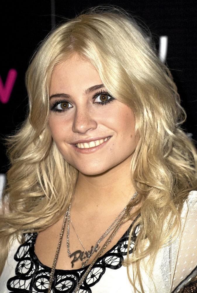 Maquillage : quel fond de teint pour les peaux ternes comme Pixie Lott?