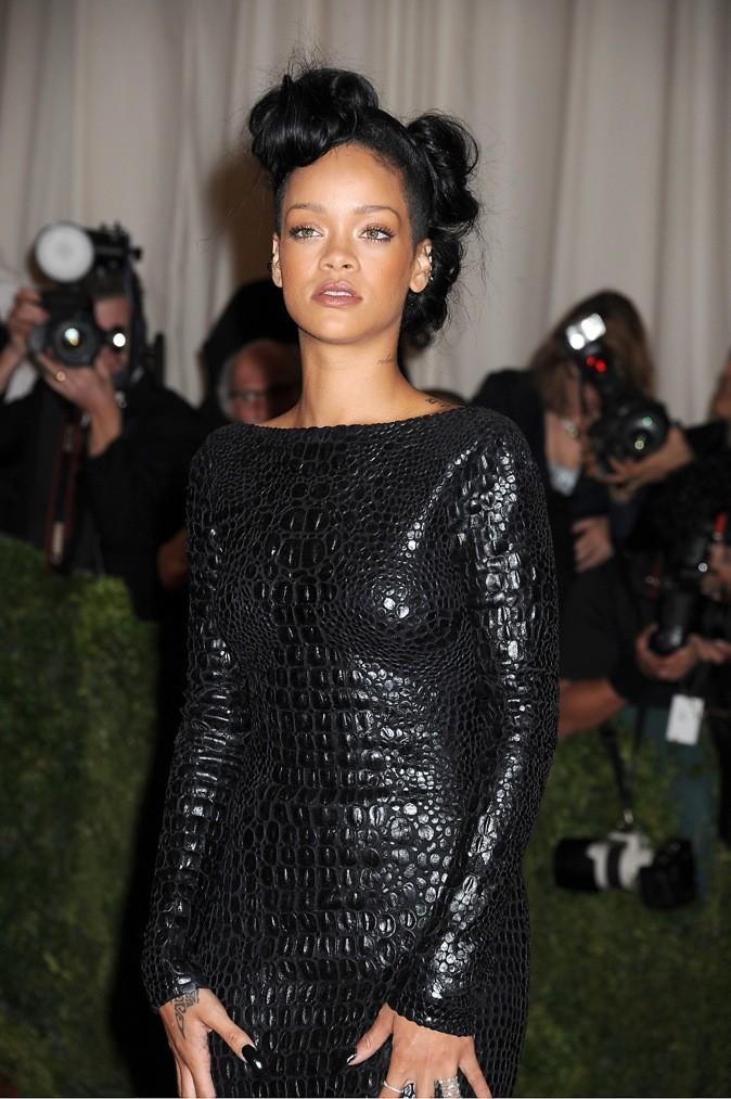 Les minis chignons très fifties de Rihanna
