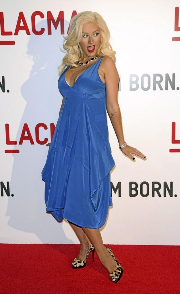 Photos : Christina Aguilera peine à retrouver sa taille fine depuis son accouchement en 2008
