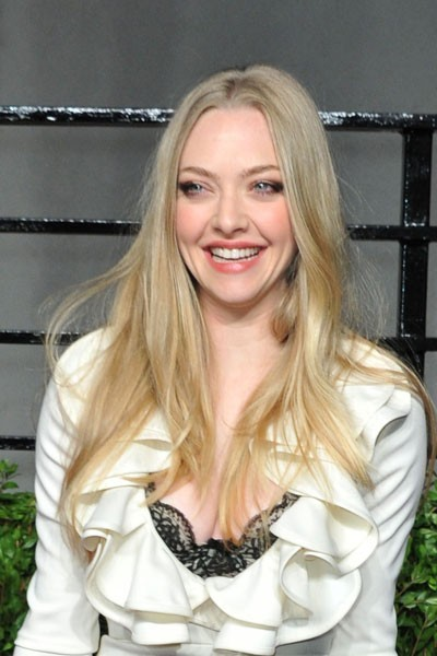 Oscars 2011 : la coiffure brushing naturel d'Amanda Seyfried