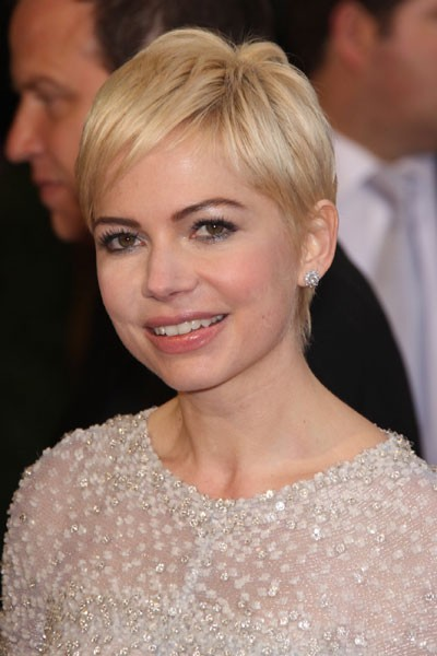 Oscars 2011 : la coiffure cheveux courts de Michelle Williams