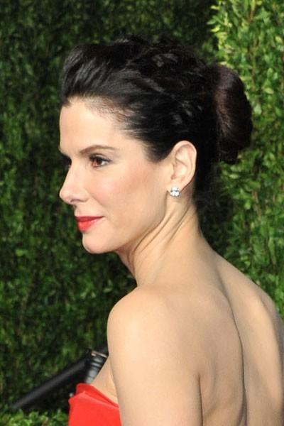 Oscars 2011 : la coiffure chignon de Sandra Bullock