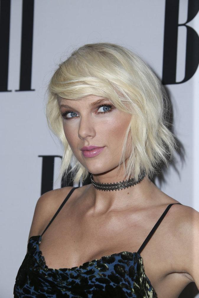 Photos Beaut Blond Platine Carr Court Frange Les Tendances Capillaires Adopter D