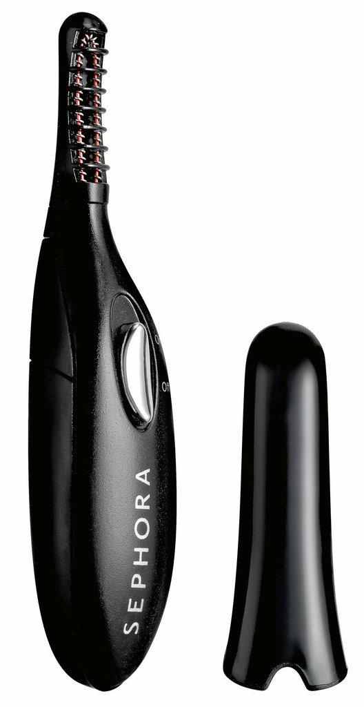 Mini-recourbe-cils chauffant, Sephora. 21,95 €.