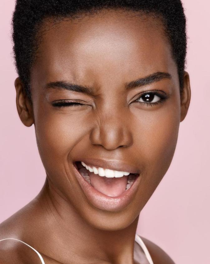 Maria Borges dans une campagne L'Oréal Skin