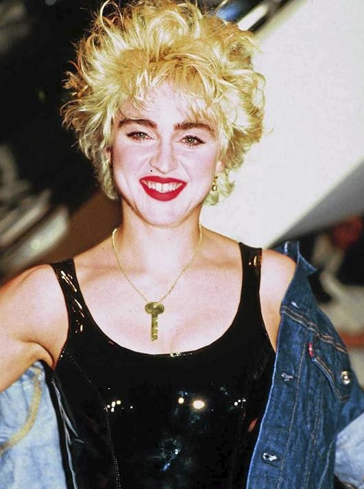 Le pire du pire ! Madonna aurait-elle fait un tour chez le chirurgien entre ses débuts et maintenant ?