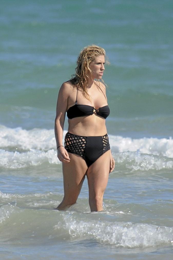 Photo star en maillot : l'absence de taille de Kesha