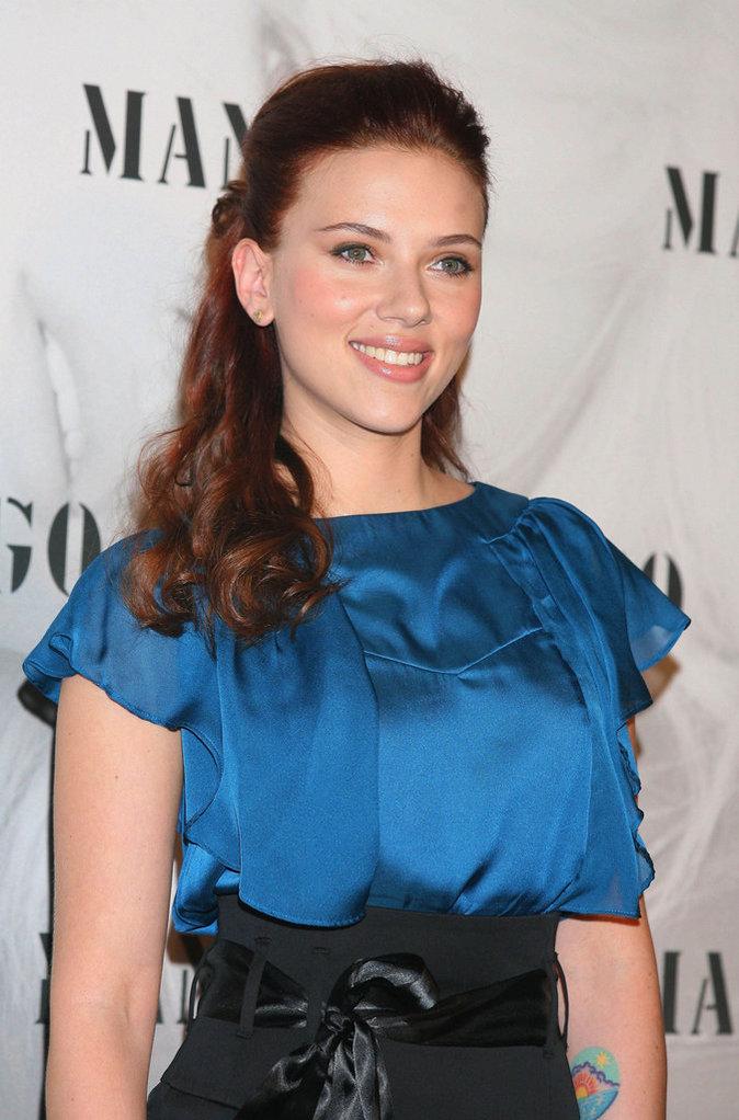 Photos : Scarlett Johansson fête ses 32 ans ! Découvrez son CV capillaire !