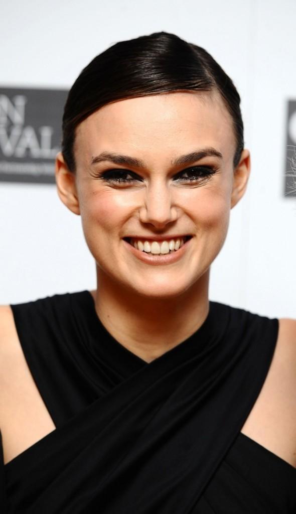 Keira Knightley, souriante mais cernée !