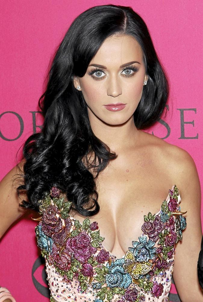 Spécial seins de stars : Katy Perry fait volontiers avec ce qu'elle a !