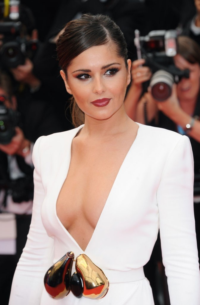 Spécial seins : le décolleté plongeant de Cheryl Cole