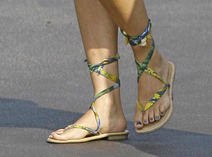 Spécial pieds : Camila Alves veut nous attirer dans ses filets avec ses jolis pieds !
