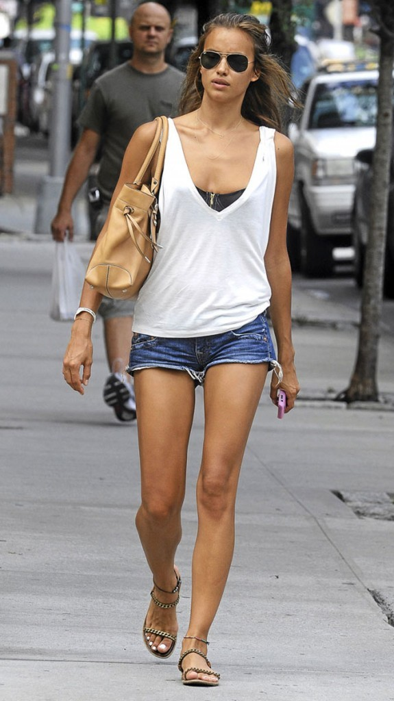 Spécial pieds : Irina Shayk prend-elle soin de ses pieds ?