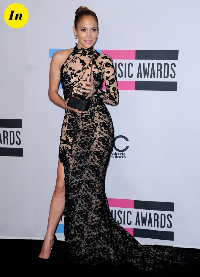 Jennifer Lopez en robe Zuhair Murad, tout en dentelle et transparence