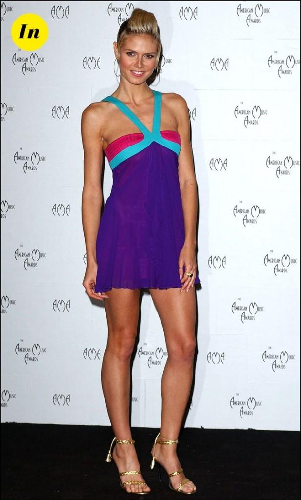 Cette mini-robe, encolure en V met en avant tous les atouts d'Heidi !