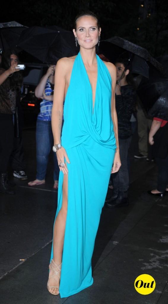Une robe bleue qui fait mal aux yeux !