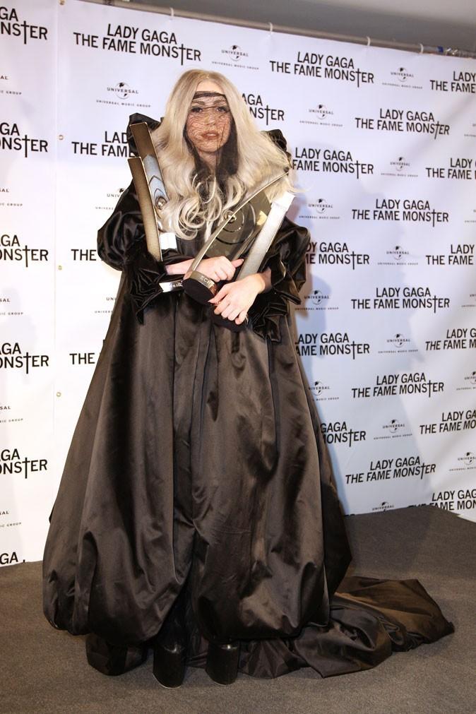 Look de Lady Gaga :  sa robe XXXL en mai 2010