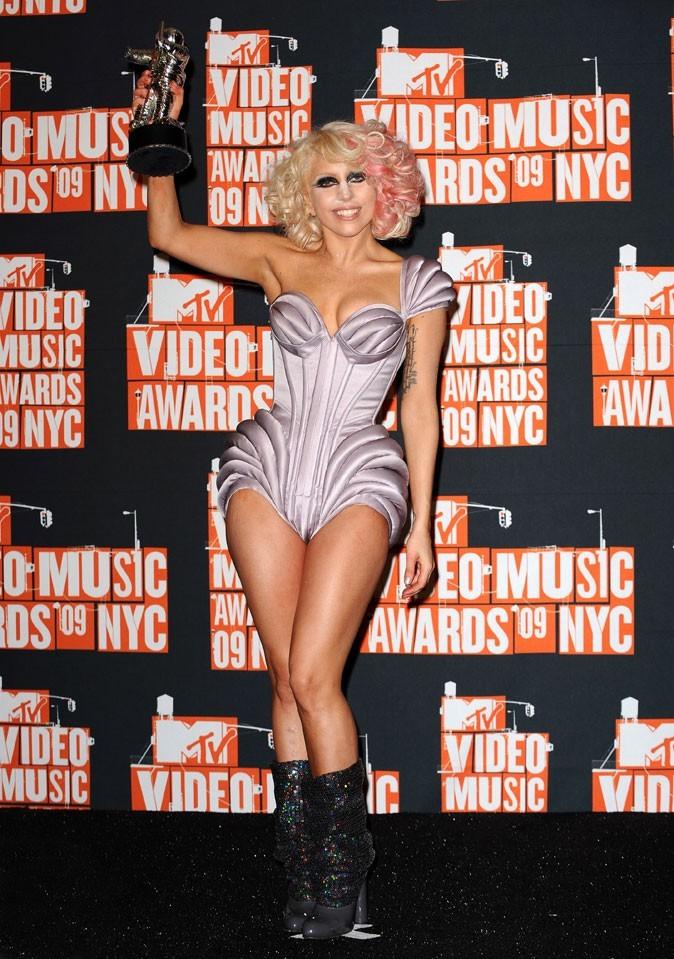 Look de Lady Gaga : un body structuré en septembre 2009 pour les MTV Video Music Awards