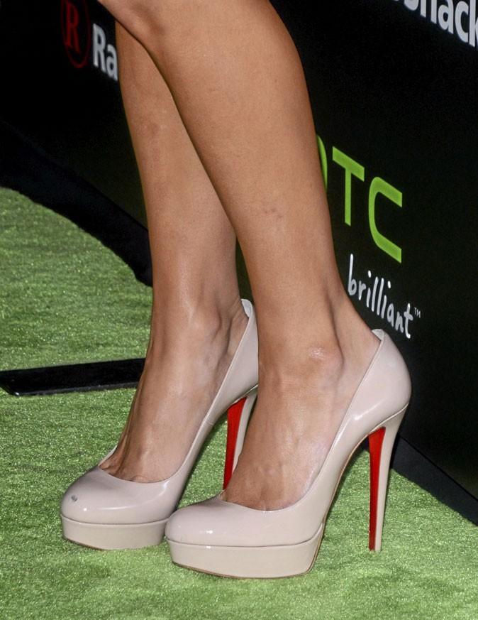 Des chaussures à talons nude brillantes