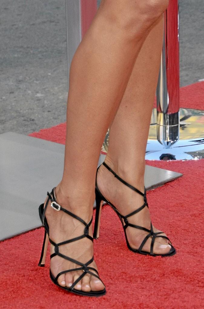 Des sandales noires à talons multibrides
