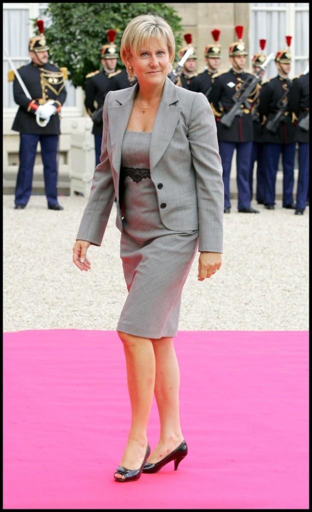 Nadine Morano en total look gris