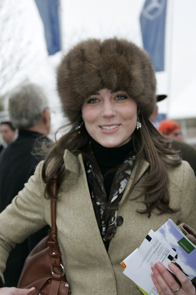 Look de star : la toque en fourrure de Kate Middleton en mars 2006