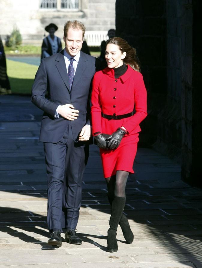 Look de star : le look rouge de Kate Middleton assorti au Prince William en février 2011