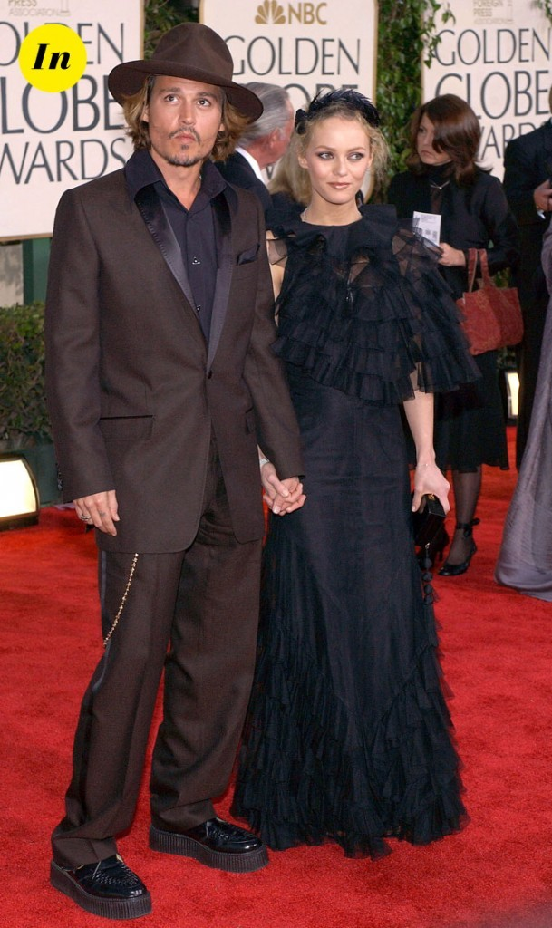 Look de Johnny Depp : costume marron, creepers et chapeau rond en 2004