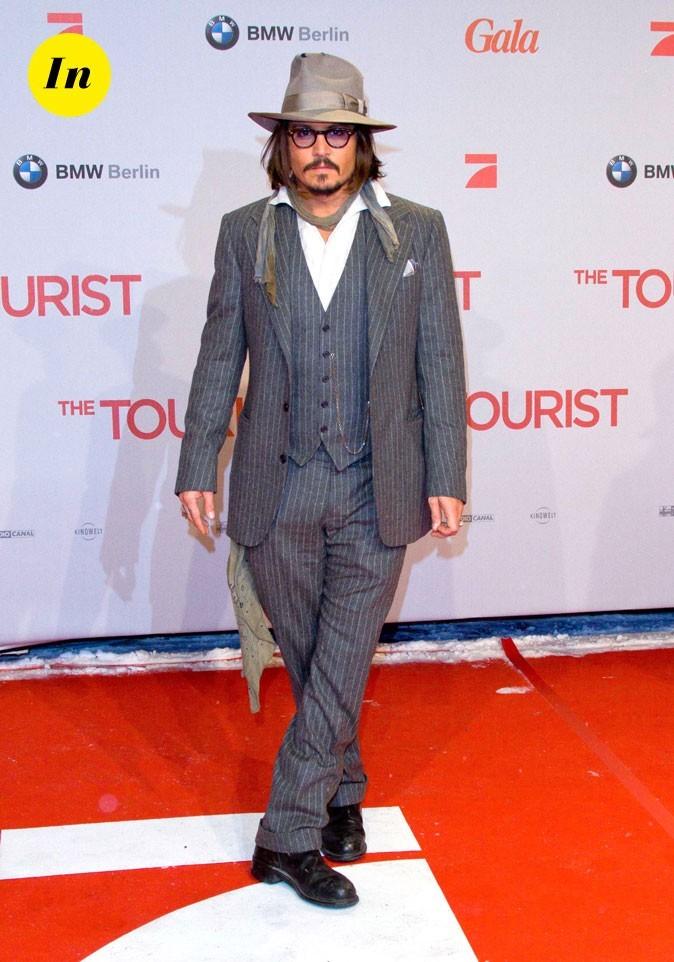 Look de Johnny Depp : costume trois pièces rayé gris en 2010