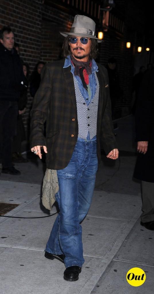 Look de Johnny Depp : jean grunge, veste à carreaux et bandana qui dépasse en 2010