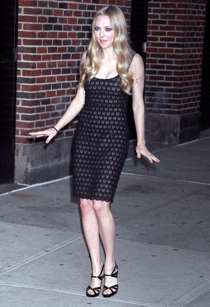 Look de star : la petite robe noire d'Amanda Seyfried