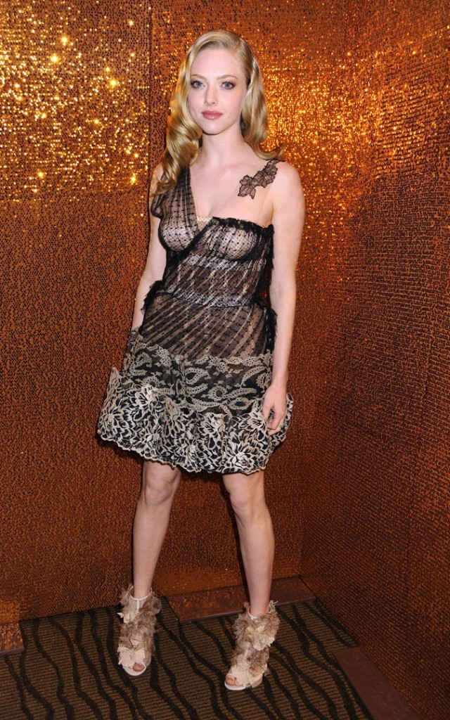 Look de star : la robe en dentelle Valentino d'Amanda Seyfried