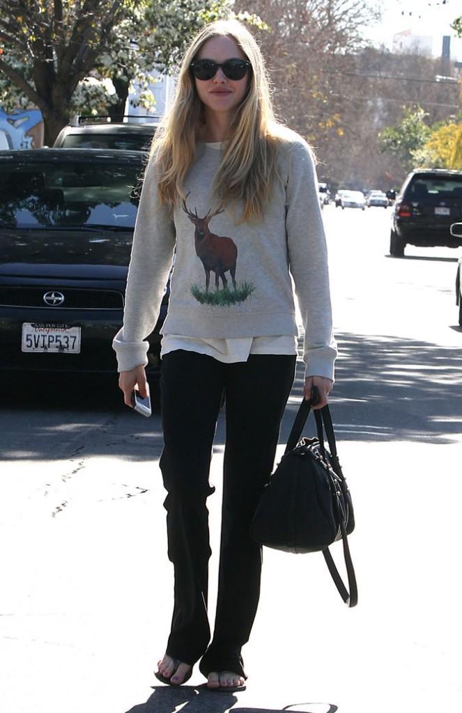 Look de star : le pull animal d'Amanda Seyfried
