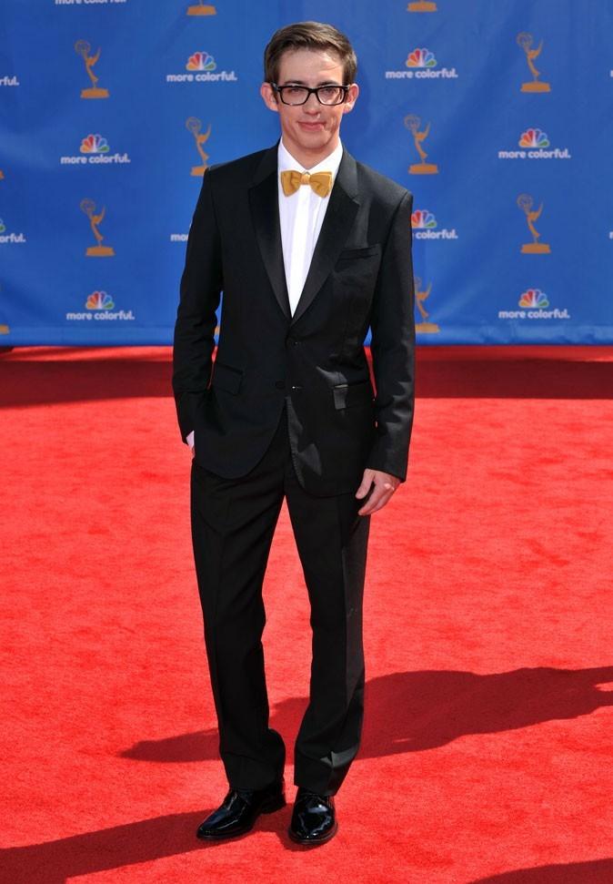 Les stars de Glee en mode glamour : le costume noeud pap de Kevin McHale