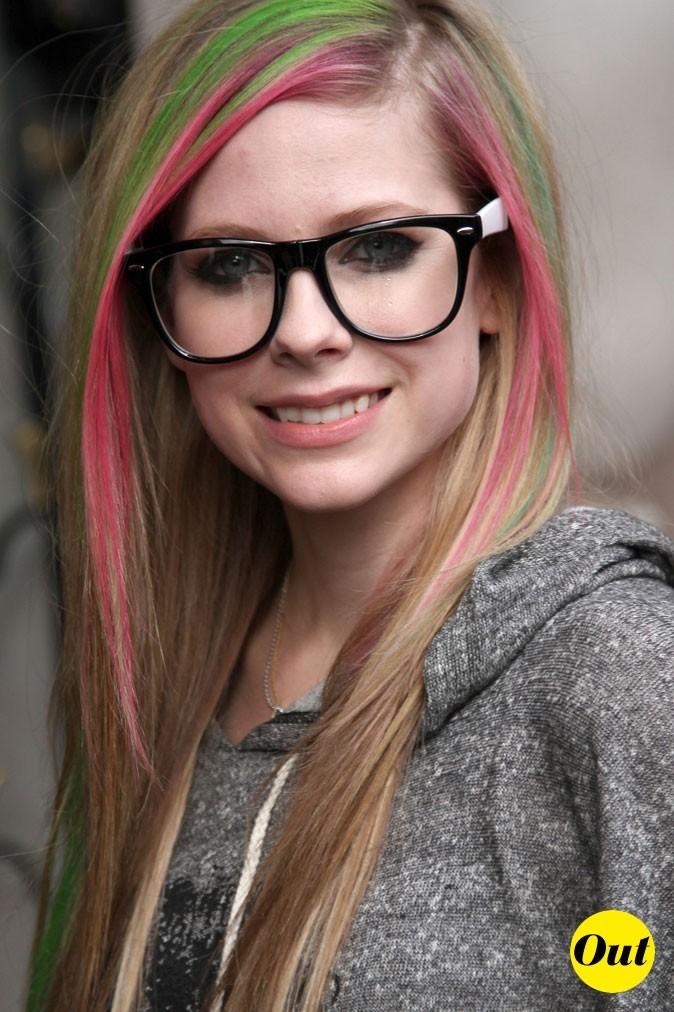 Les lunettes de vue tendance geek d'Avril Lavigne