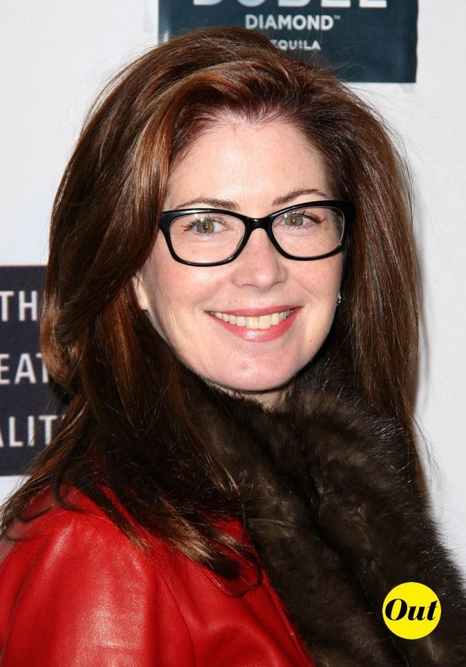 Les lunettes de vue tendance secrétaire de Dana Delany