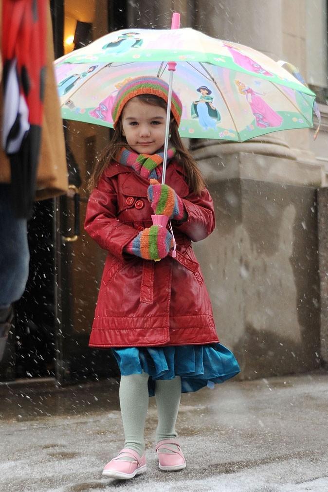 Look de star : le parapluie bébé de Suri Cruise