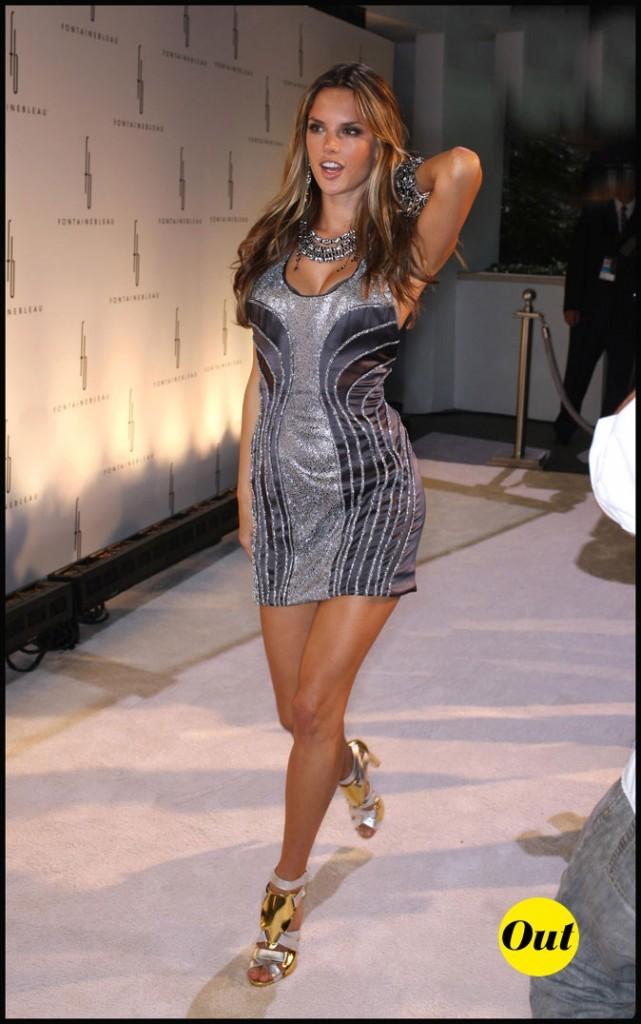 Look d'Alessandra Ambrosio : une robe brillante (ou pas !)