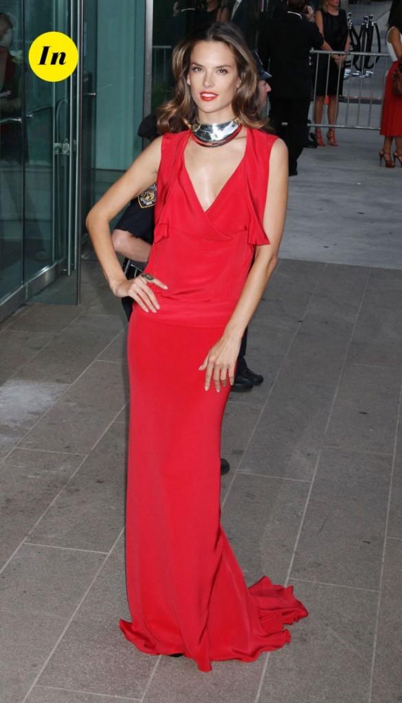 Look d'Alessandra Ambrosio : une robe longue rouge fluide