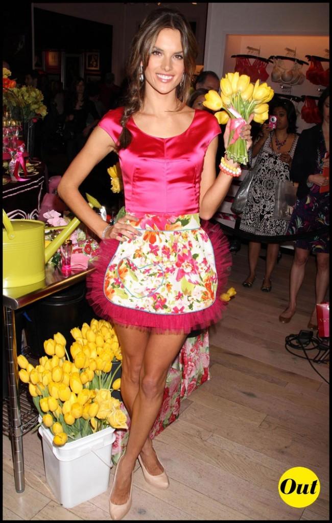 Look d'Alessandra Ambrosio : une robe rose pour la promo de Victoria's Secret