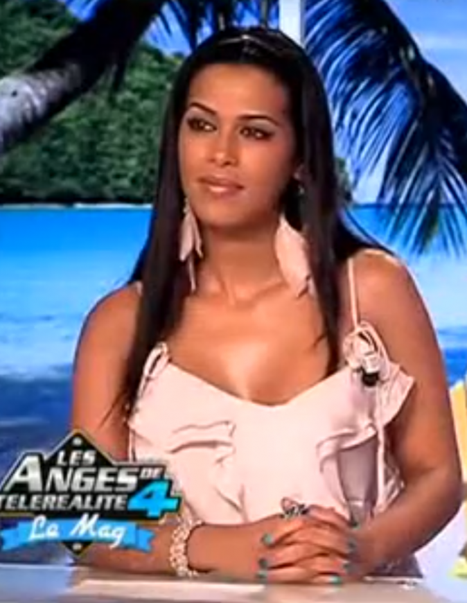 2012: Ayem chroniqueuse pour Les Anges de la Télé réalité 4