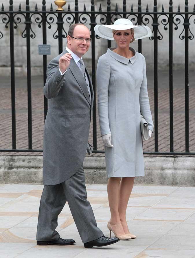Charlene Wittstock :  un manteau gris et un chapeau blanc en avril 2011 pour le mariage de Kate et William