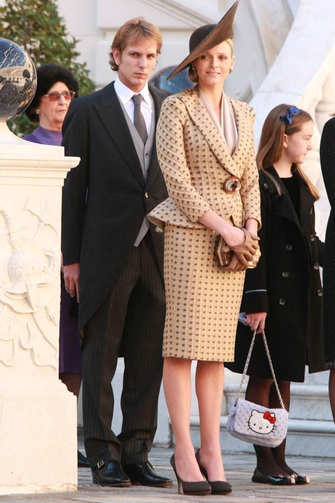 Charlene Wittstock :  un tailleur jupe camel à pois Armani Privé en novembre 2010