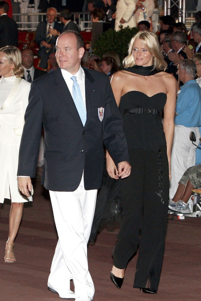 Charlene Wittstock :  une combinaison pantalon noire bustier en juin 2007