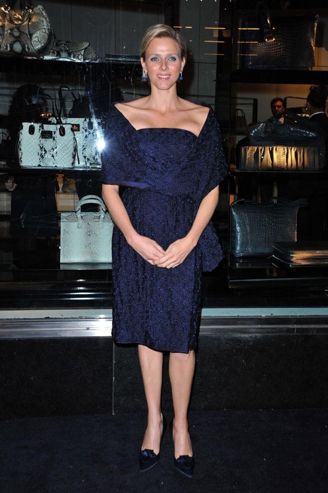 Charlene Wittstock :  une robe bleue bustier en février 2009 pour une soirée Armani