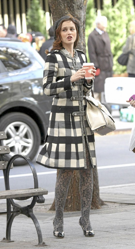 Le manteau à carreaux et le colant à motifs de Blair Waldorf !