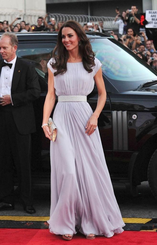 Kate Middleton le 9 juillet 2011 aux BAFTA Brits 2011, à Los Angeles : une robe longue Alexander McQueen