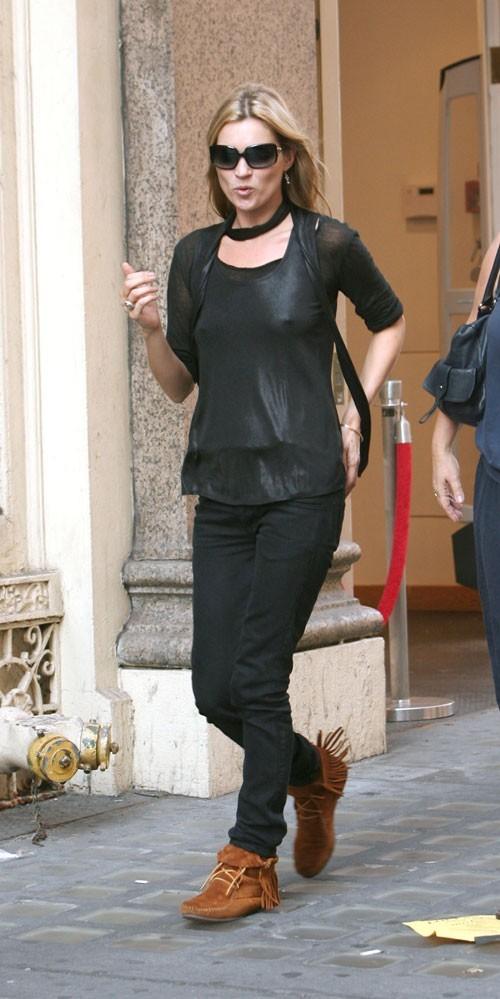 Looks de Kate Moss : des boots indiennes à franges camel en septembre 2007