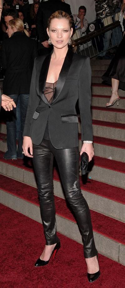 Looks de Kate Moss : top lingerie et slim en cuir en mai 2006